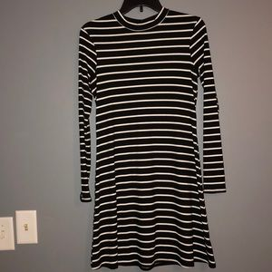 Cute Striped Black and white Long-Sleeve Dress!